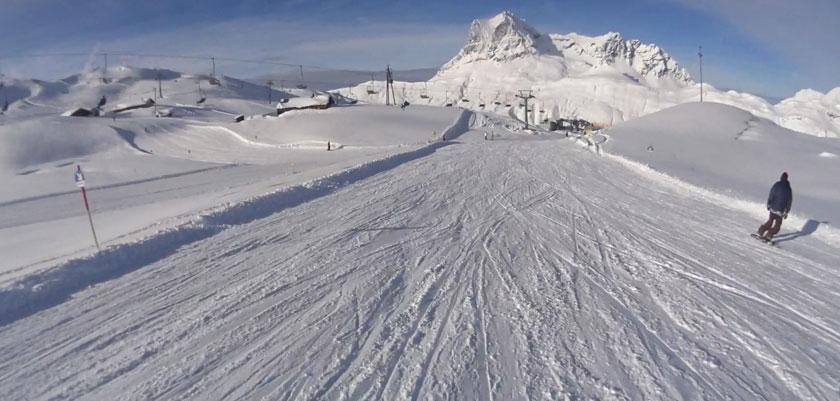 Austria_Arlberg-ski-area_Zurs_Sunshine-on-piste.jpg